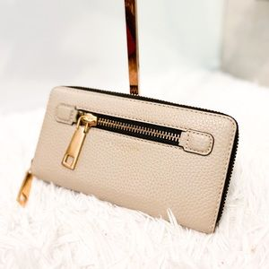 new Marc Jacobs taupe leather wallet